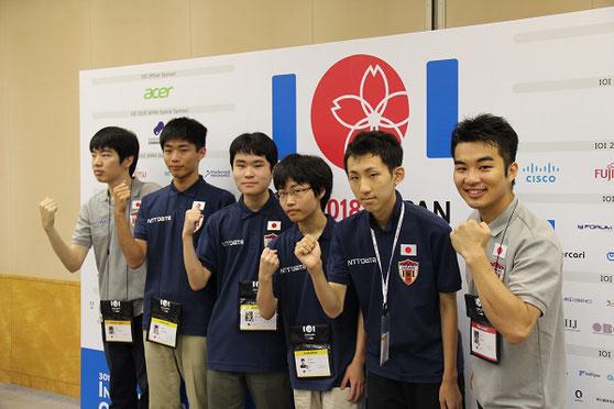 日本選手団の皆さん 左から 副団長:松崎照央さん、細川寛晃くん、行方光一くん、清水郁実くん、井上航くん、団長:小倉拳さん