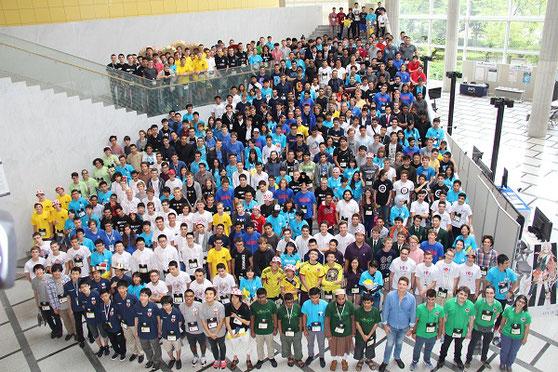 87カ国、340人の選手が集合。左下にサムライブルーの日本の選手たち