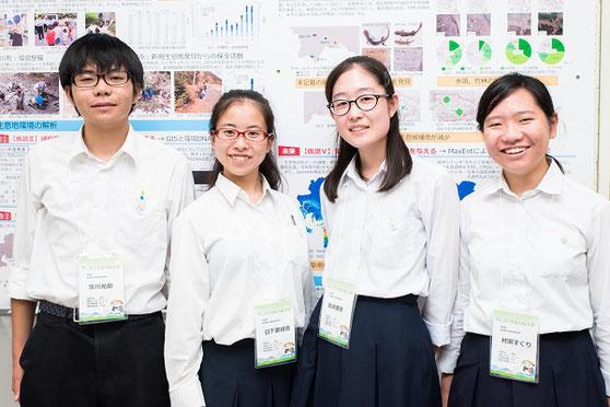 左から常川光樹くん(2年)、日下部綾音さん(3年)、廣瀬雅惠さん(2年)、村瀬すぐりさん(2年)