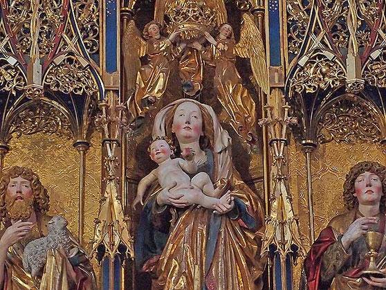 ausschnitt aus dem hochaltar im kloster blaubeuren, maria mit dem jesuskind