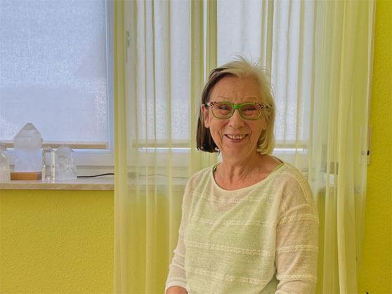 Dagmar Hiller Selbstportrait Juli 2018 auf Balkon in Sonnenbühl