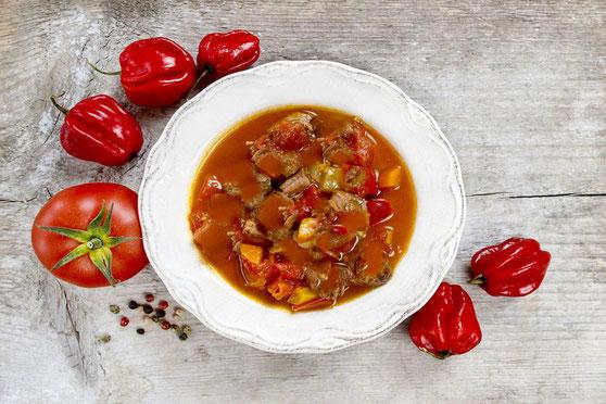 Südtiroler Gulaschsuppe mit Rindsfleisch Südtiroler Rezepte Ricette altoatesine - Gourmet Südtirol