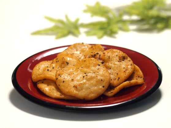 ●薄焼き醤油+サラダ 黒胡椒せんべい