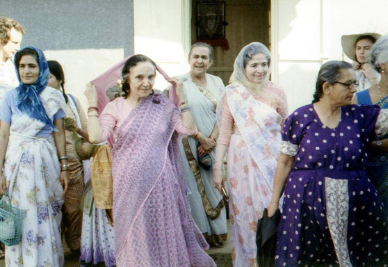 ( L-R ) Meheru, Mehera, Naja, Mani, Gulu Dastur( Kaikobad's daughter-purple dress ) Katie Irani ( blue dress ). Kacy Cook - rear right & Gordon Campbell -rear left.