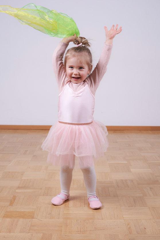 Kindertanz ab 3 Jahre, Tanzen für Kinder, Tanzkurs, Tanzschule Reutlingen, TANZraum Sabrina Adomeit