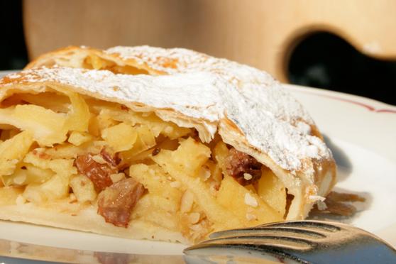 Südtiroler Apfelstrudel mit Mürbteig Gourmet Südtirol