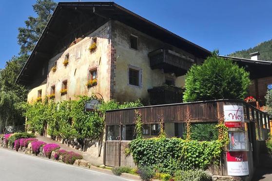 Privatbrennerei Wezl - Brennerei & Geschäft - Distilleria & negozio Riffian Rifiano Gourmet Südtirol