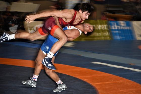 Aker Al Obaidi (blau) holte in Götzis mit fünf Siegen die Silbermedaille bis 67 kg