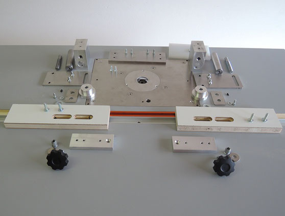 Router table plate and woodworking tools utensili per for Banco fresa bosch