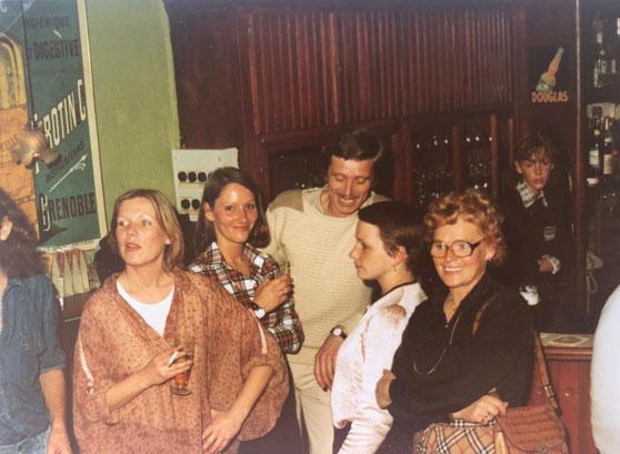 Bunter Vogel 1977:  Vorne links Jutta, Bärbele, Nina und meine Mutter.