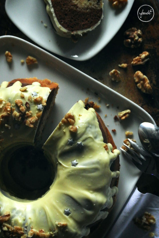 Walnuss Marzipan Kuchen mit weißer Schokolade