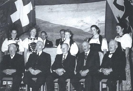 Mitglieder von der alten Jodlergruppe Blüemlisalp an der Gründungsfeier 1956 vom heutigen Jodlerklub Blüemlisalp Scharnachtal