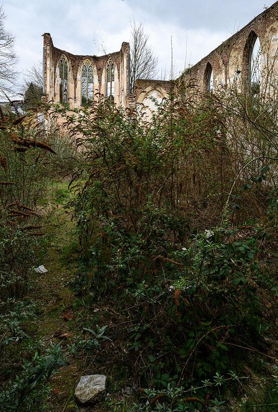 Urbex abandoned place Kirchenruine. NIKON Z7 mit PC-E 1:3,5/24mm. Foto: Dr. Klaus Schörner