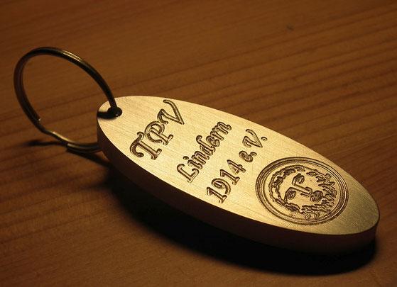 Schlüsselanhänger aus Aluminium graviert