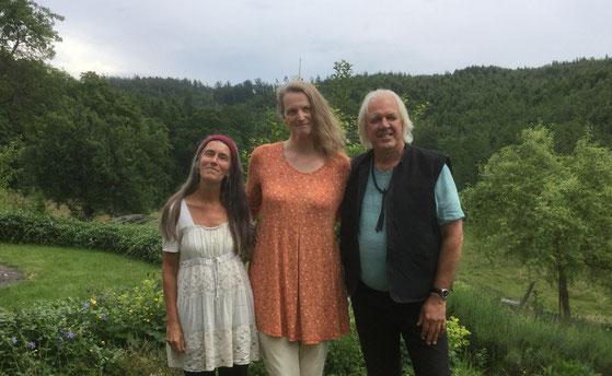 Mit Arienne und Wali in ihrem schönen Garten an der Khankah Samark