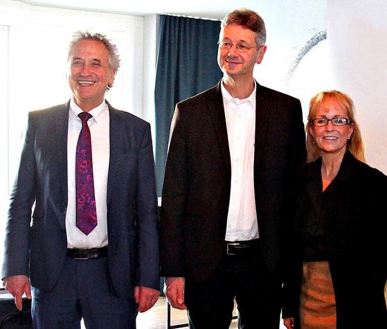 Freisinger Landrat Helmut Petz, Staatsminister für Unterricht und Kultus  Prof. Dr. Michael Piazolo und Iris Besemer