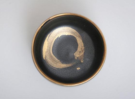 Karin Bablok | Teeschale mit Gold gestisch bemalt
