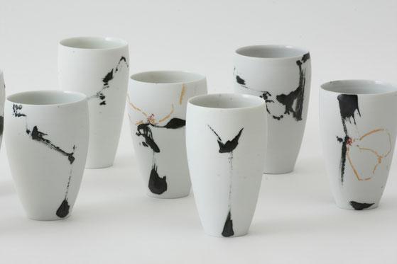 Karin Bablok | Porzellanunikate gestisch bemalt | Trinkgefäße | 12cm x 6cm