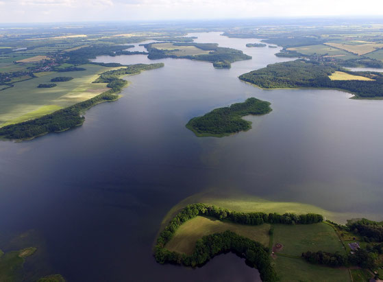 Blick über den Schaalsee, Vordergrund Bresahn, Foto: H. Schmedes