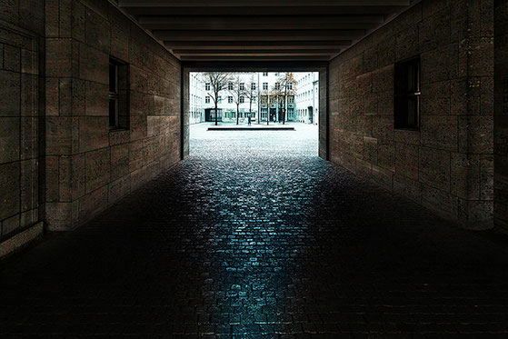 Entrance to the Bendlerblock (c) www.strobgalerie.at