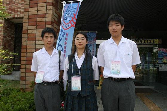 左から、平田くん(1年)、平澤茉衣さん(3年)、坂本くん(2年)
