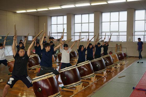 2年生の合奏練習。松蔭高校得意のレパートリー「エンカウンター」