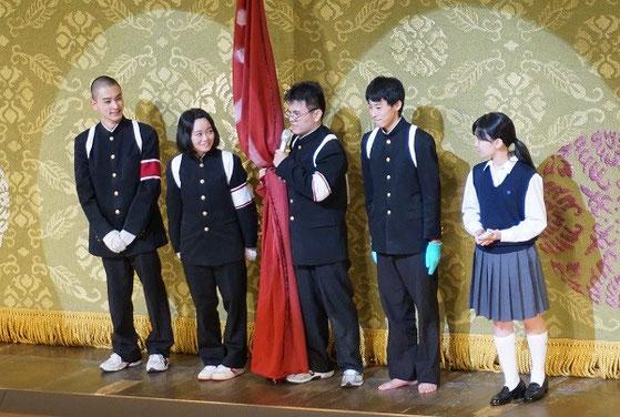 国立劇場公演後のインタビュー。左から建部壮一郎くん、角井泰恵さん、大平崚世くん、石井伸明くん