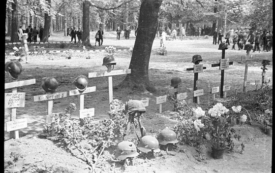 German War graves, at Grebbeberg in Rhenen in May 1940 (GA 1534-396)