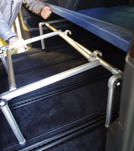 ベンツVでキャンピング・車中泊を楽しむことができるベッドをオーダー製作。