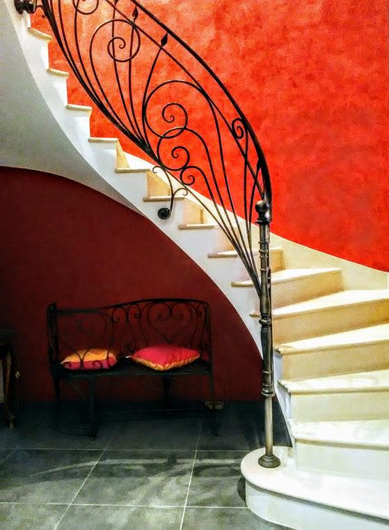 maison neuve pierre Combe brune escalier et plinthes . Rampe Charlie Boquet