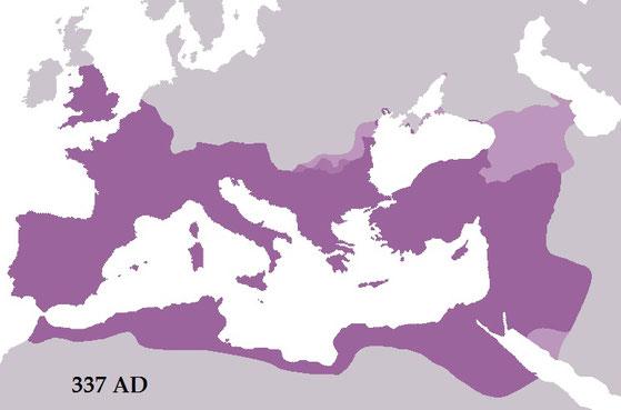 Constantin, peu intéressé par les questions théologiques, et avant tout soucieux de maintenir l'unité de l'Empire réussit à fusionner les croyances païennes et chrétiennes, opérant un véritable syncrétisme religieux, afin de favoriser la pax romana.