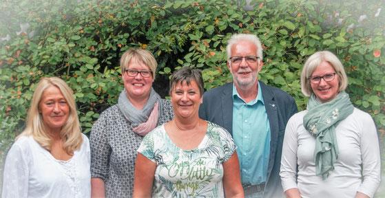 Zum neuen Vorstand gehören (von links nach rechts): Sabine Altemeier (stellvertretende Vorsitzende), Melanie Mauscherning (Beisitzerin), Silke Schäfer (Einrichtungsleiterin) Cornelus Siero (Vorsitzender) und Sinje Palsbröker (Beisitzerin).