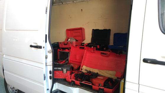 Il furgone con parte della refurtiva sequestrata