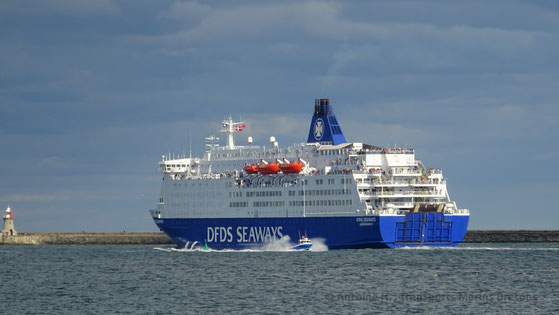 M/V King Seaways quittant le port de North Shields (Newcastle Upon Tyne) en direction d'IJmuiden (Amsterdam).