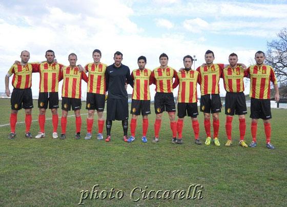 Nella foto la formazione del Fontanelle di Atri promosso in Promozione
