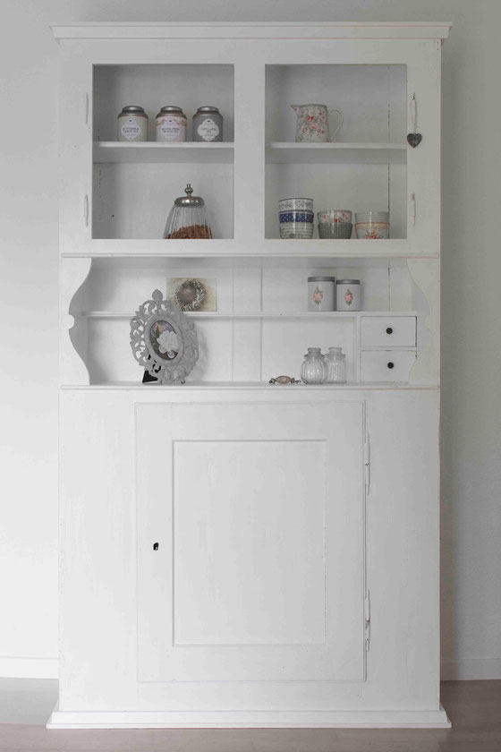 schrank streichen mit m belfarbe painting the past shabby chic lianas welt verr t dir tolle. Black Bedroom Furniture Sets. Home Design Ideas