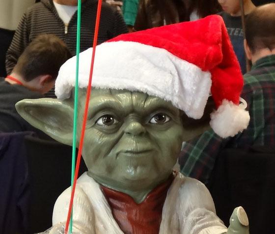 """Grüsse auch vom Weihnachts-Yoda: """"Christmas merry, we wish you."""" ;-)"""