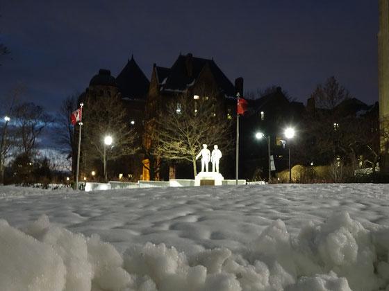 Weihnachten in Toronto: Winterstimmung vor dem Parlamentsgebäude.