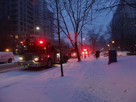 Winter 2016: Die Feuerwehr von Toronto im Einsatz in einem Wohnhaus.