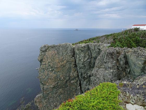 Urlaub in Neufundland: Beeindruckende Aussicht an der Steilküste beim Long Point Leuchtturm nahe Twillingate.