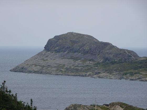 """Der Brimstone Head Felsen auf Fogo Island: Hier vermutete die """"Flat Earth Society"""" eines der Enden der Welt."""