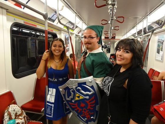 Fans in der U-Bahn auf dem Weg zur FanExpo.