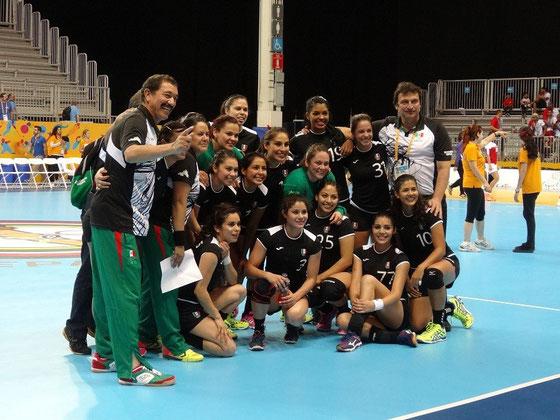 Pan Am Games in Toronto: Die mexikanische Handball-Mannschaft hat nach dem Sieg gegen Puerto Rico gut lachen.