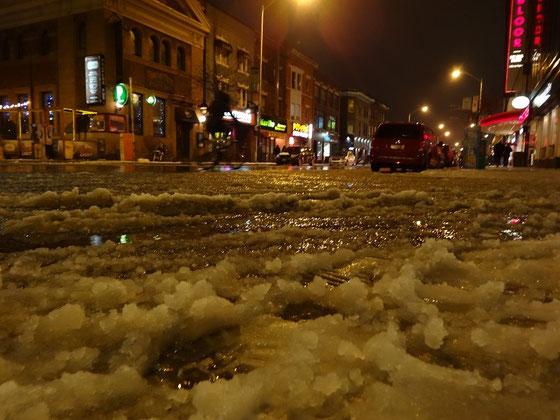 Winter 2015 in Toronto: Schneematsch auf der Bloor Street. Gibt es den richtigen Kälteeinbruch wieder Ende Januar?