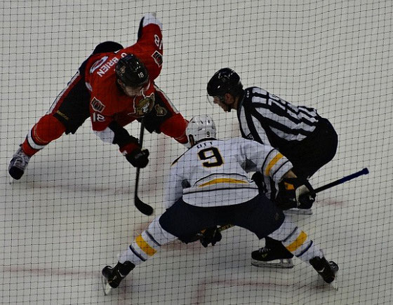Bully zwischen den Ottawa Senators und den Boston Bruins