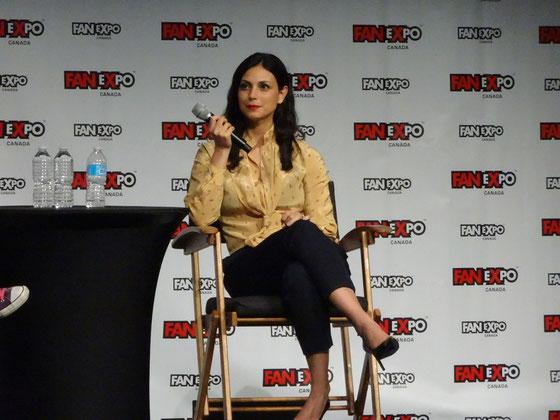 FanExpo 2016 in Toronto: Fragestunde mit Morena Baccarin (Firefly, Homeland, Deadpool, Gotham, V - Die Besucher, Stargate).