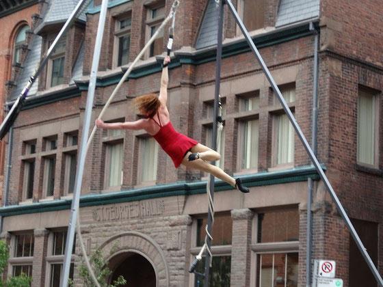Eindrucksvolle Akrobatik-Nummer beim Busker Fest in Toronto.