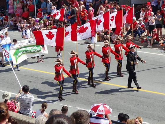 Canada Day in Halifax: Am kanadischen Nationalfeiertag eröffnen die Mounties die traditionelle Parade.