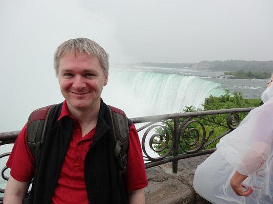 Niagara Falls: Bei einem Foto dicht an den Niagara-Fällen macht man sich zwangsläufig nass.
