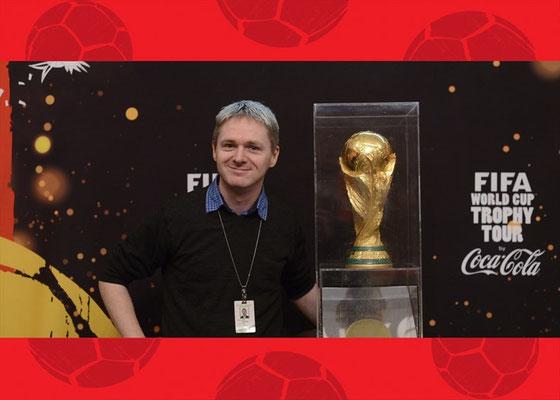 Der FIFA-Weltpokal in Toronto: Ich hab das Teil mal für Deutschland reserviert ;-)